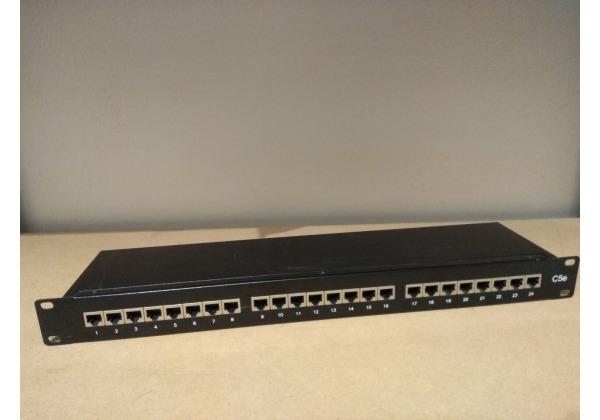 Patch panel, C5e, 24 portov, čierny